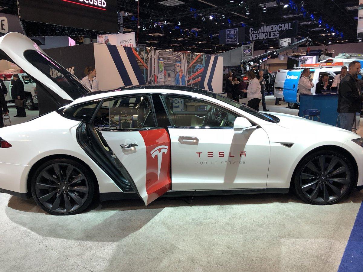 Tesla Model S Custom >> Closer Look At Tesla S New Custom Model S Mobile Service