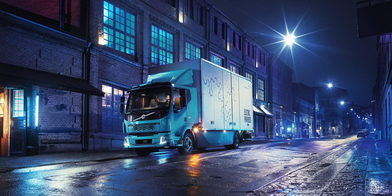 Volvo Unveils Its First All Electric Truck With Up To 300 Km 186 Miles Of Range