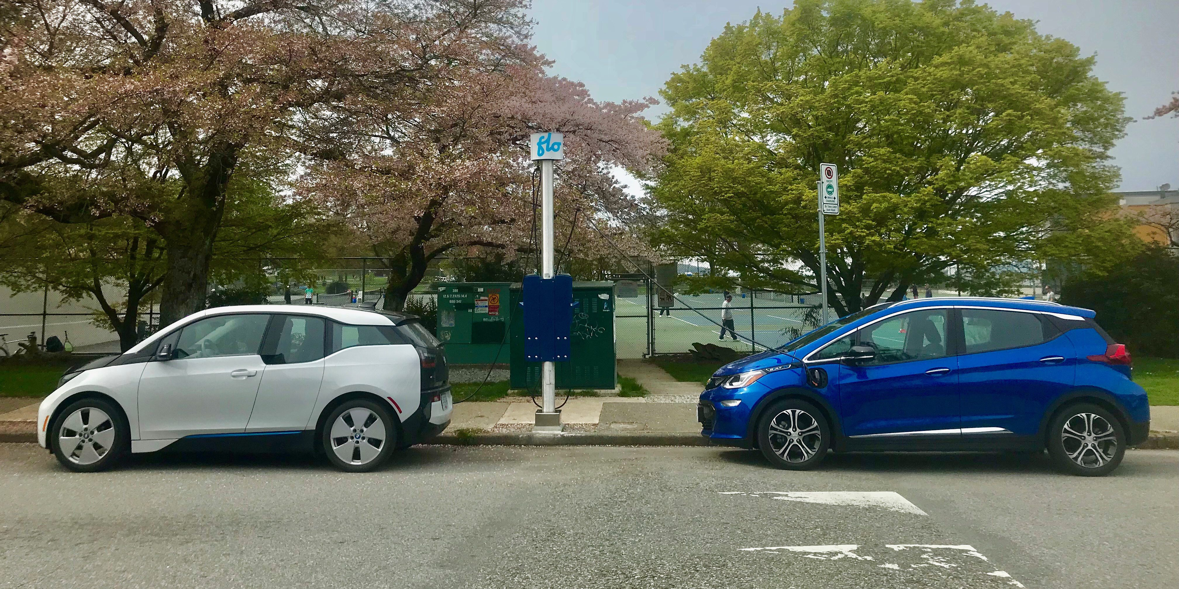 Canadian Cities Will Get A New Curbside Electric Car Charging Network To Enable Urban Ev Driving