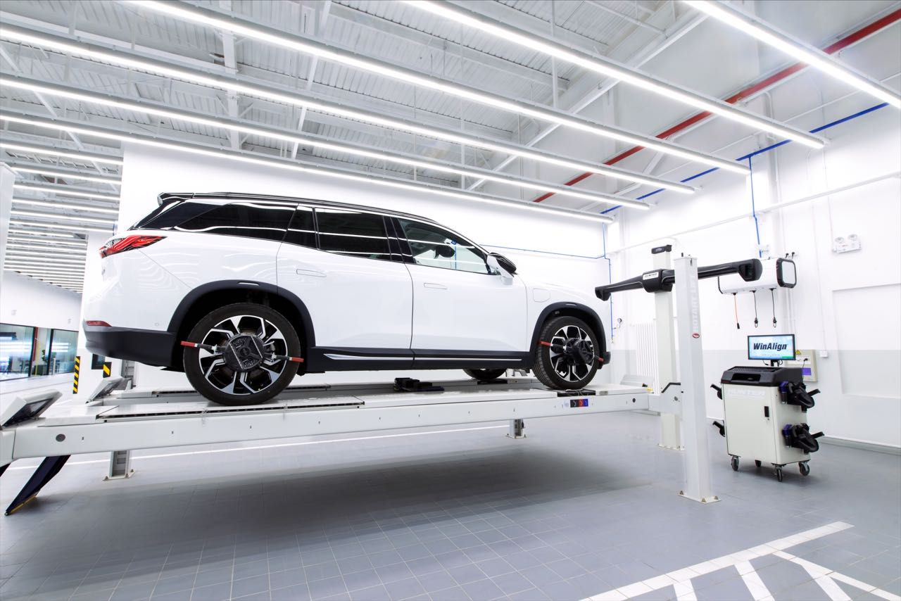 When Nio First Launched The Es8 They Said That Vehicle Is A Full Size 7 Seater Electric Suv With 70 Kwh Battery Pack Enabling 355 Km 220 Miles Of