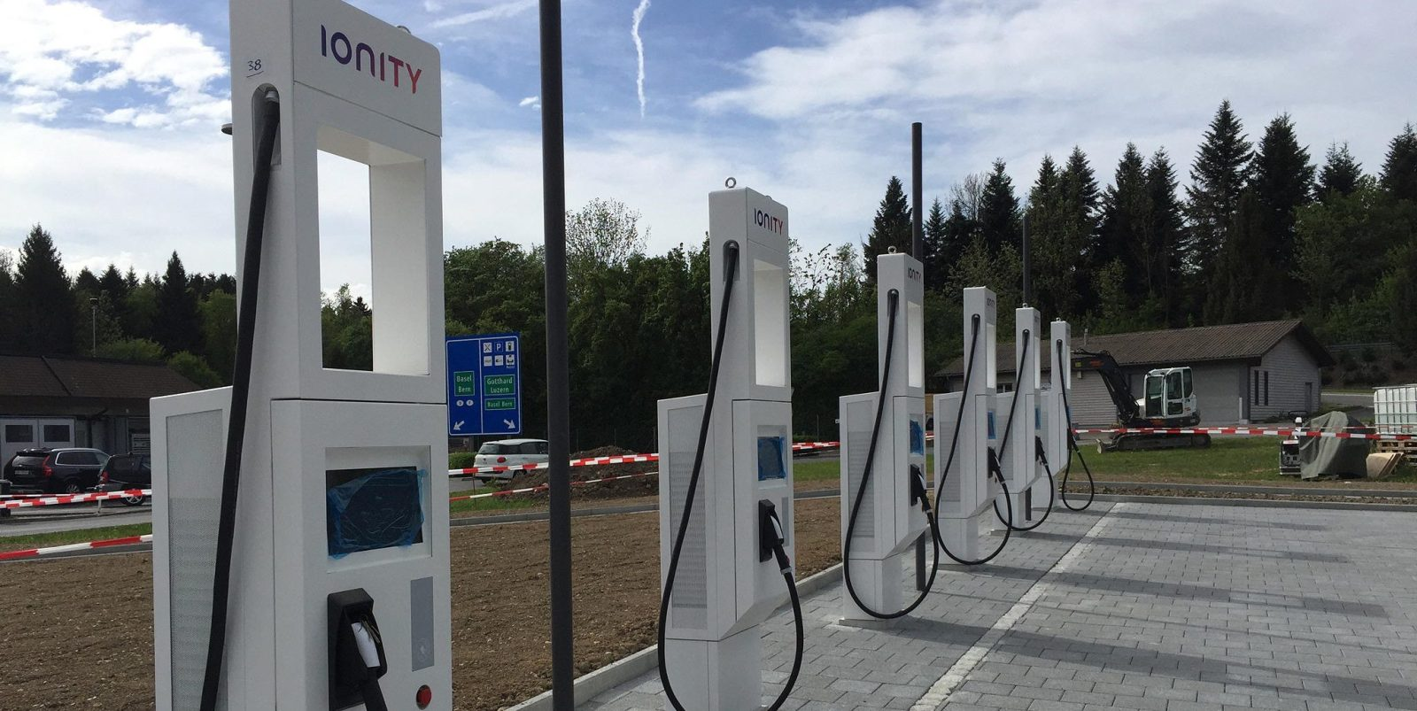 New Electric Vehicle Charging Station Unveiled With Record Capacity Of Up To 475 Kw
