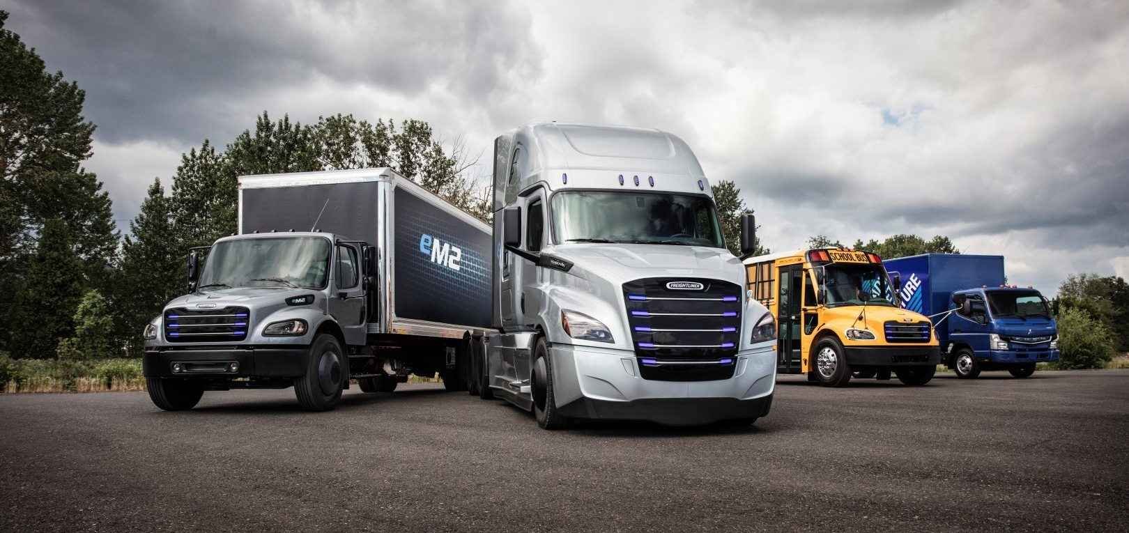 Daimler Unveils Electric Ecascadia Semi Truck To Compete With Tesla Launches Group