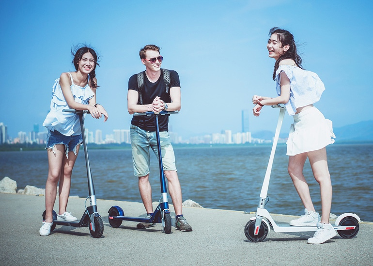 models-swan-scooter.jpg