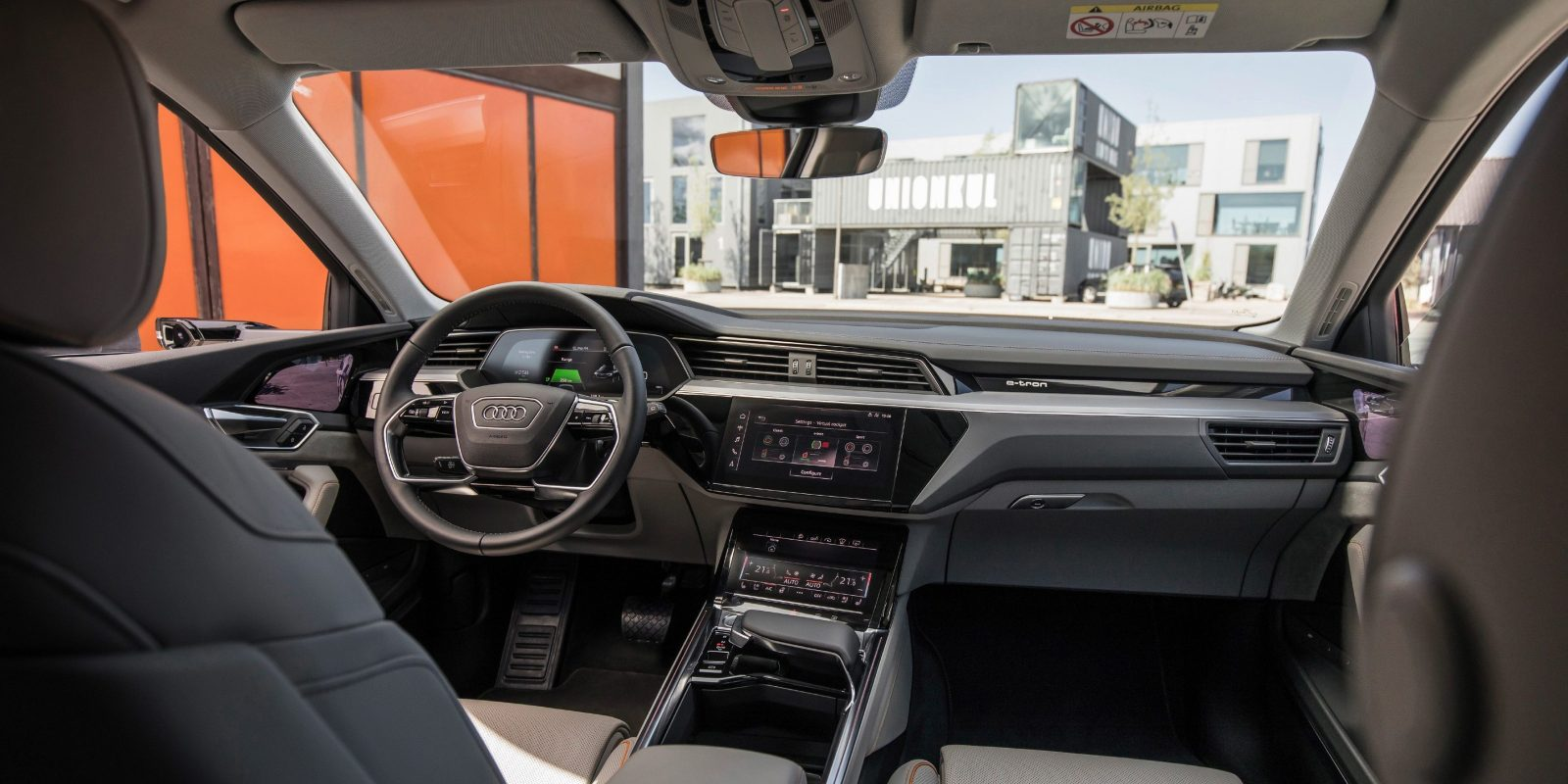 audi unveils e tron quattro electric suv 39 s interior electrek. Black Bedroom Furniture Sets. Home Design Ideas