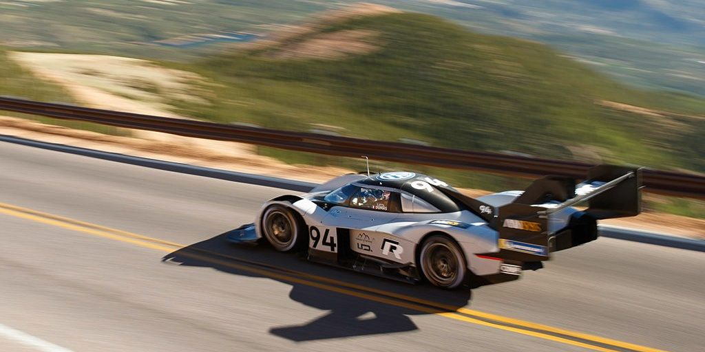 Watch Vw S All Electric Race Car Break Pikes Peak Record From A Chopper That Can Barely Keep Up
