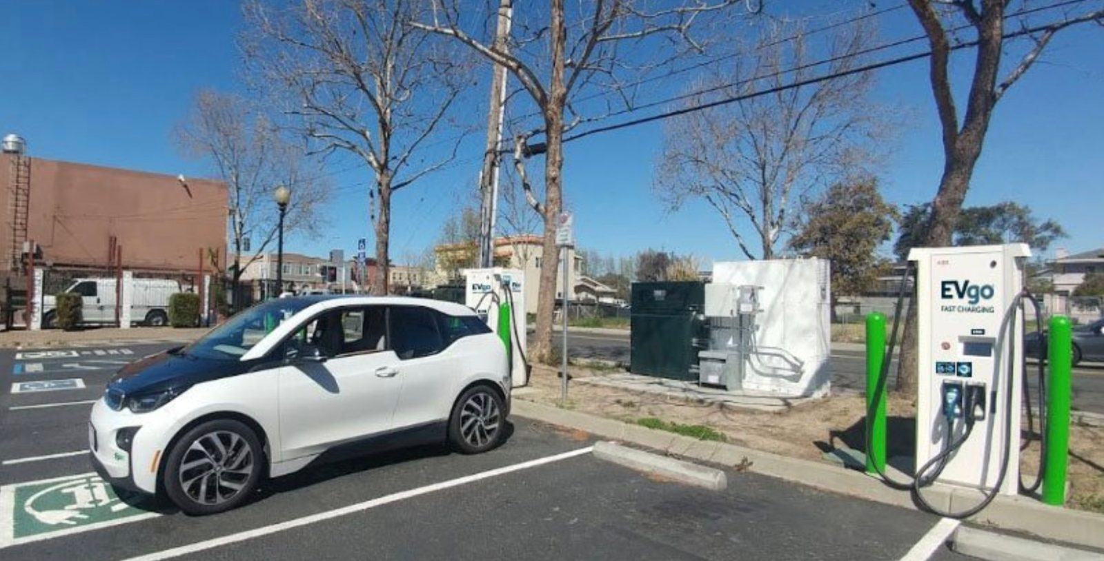 Evgo Charging Stations >> Evgo Deploys Fast Charging Station Powered By Used Bmw I3