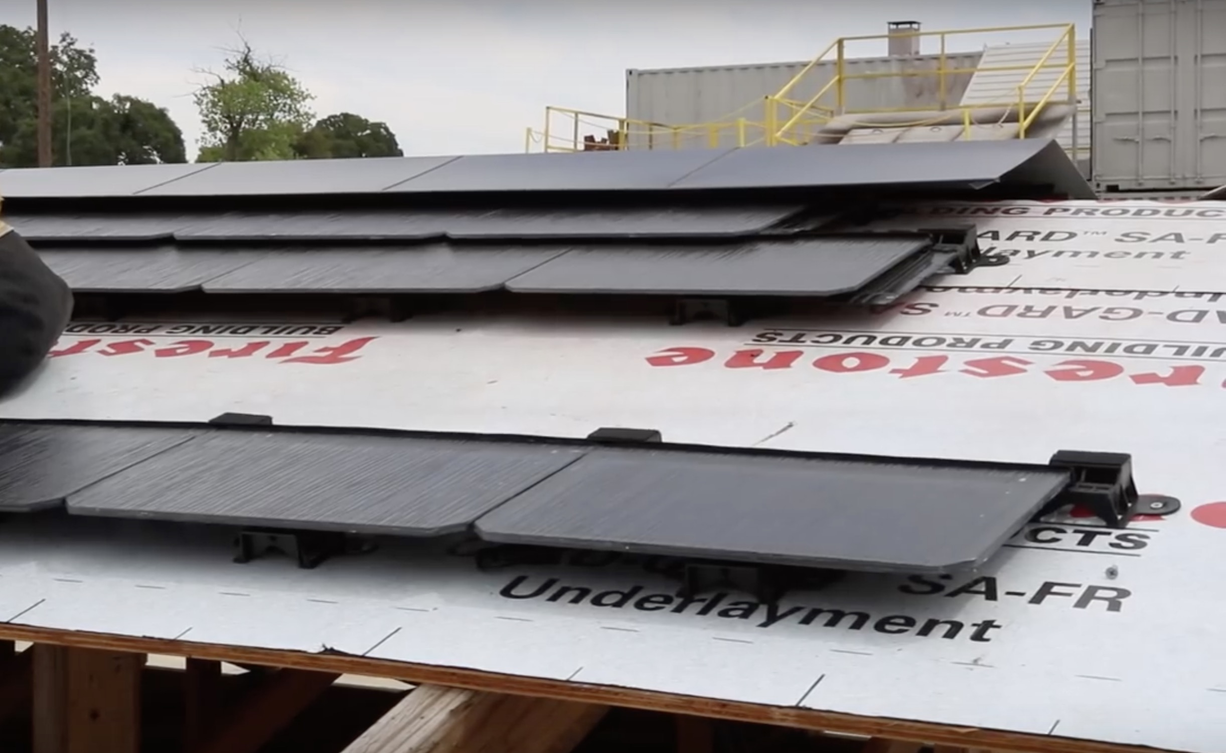 Tesla Solar Roof Order >> Watch A Tesla Solar Roof Being Dismantled In First Responder