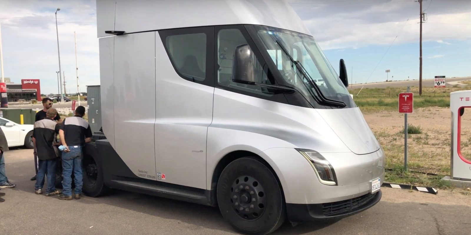 Tesla Semi Drives Through Colorado Engineers Talk About Range Cameras And Being Weird How The Truck Charges