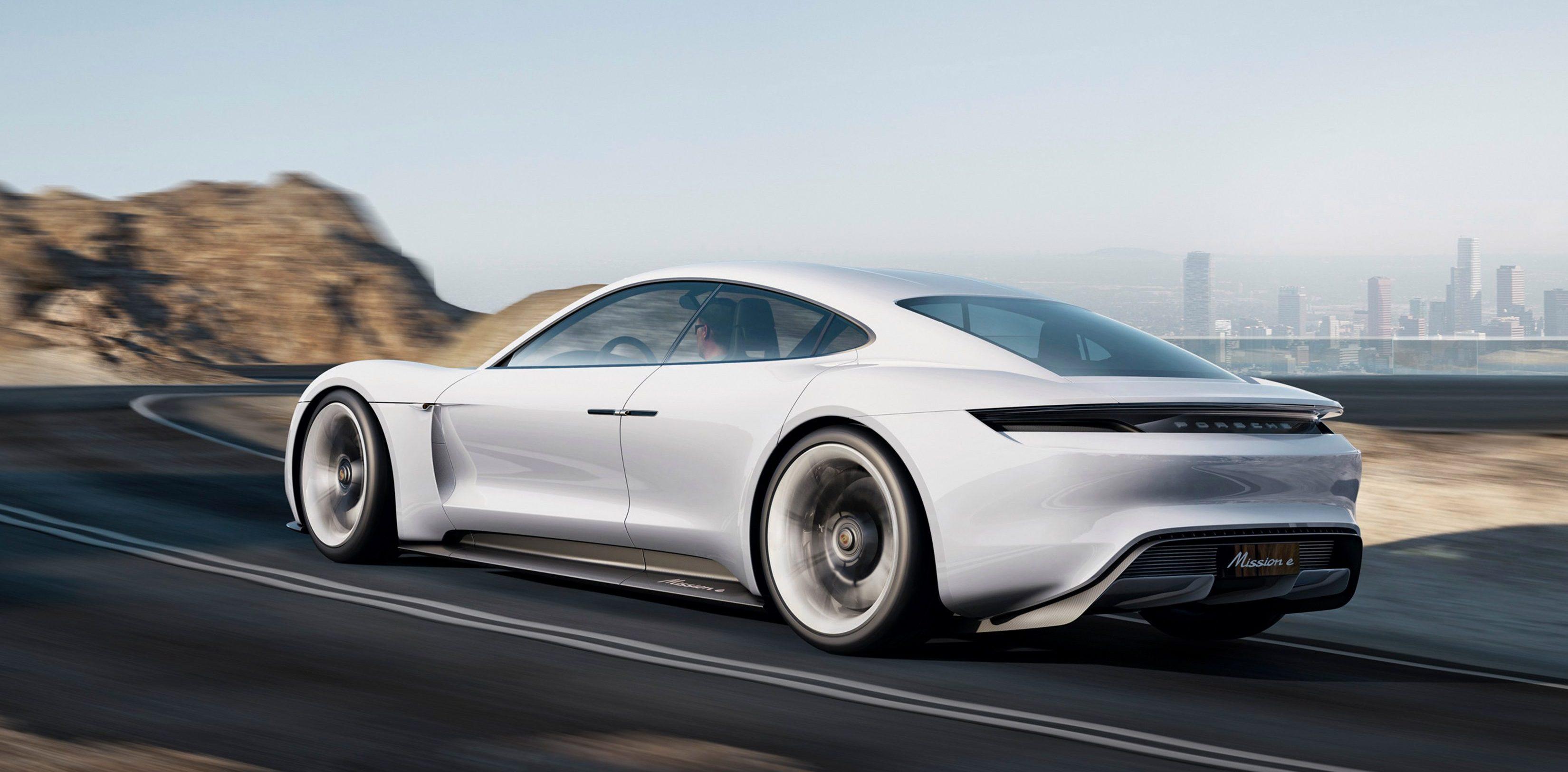 The all,electric Porsche Taycan \u0027drives like a Porsche