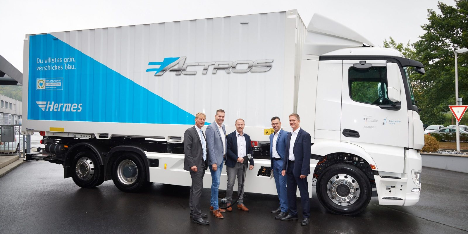 Mercedes Benz Delivers First 10 Eactros All Electric Heavy Duty Trucks