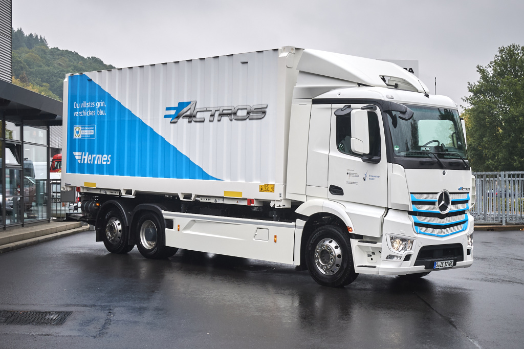 Mercedes Benz Delivers First 10 Eactros All Electric Heavy Duty