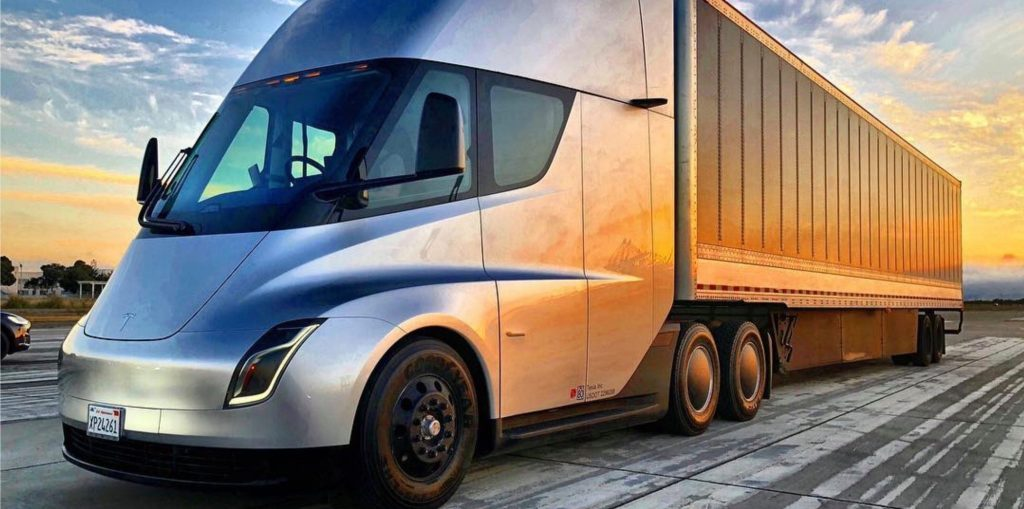 Mercedes Of Des Moines >> Tesla Semi shows up at a track with pro-driver - Electrek