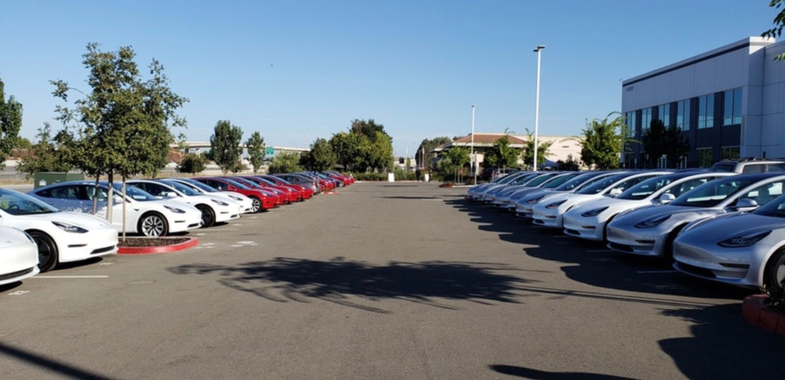 Tesla launches big delivery event for Model 3 deliveries ...
