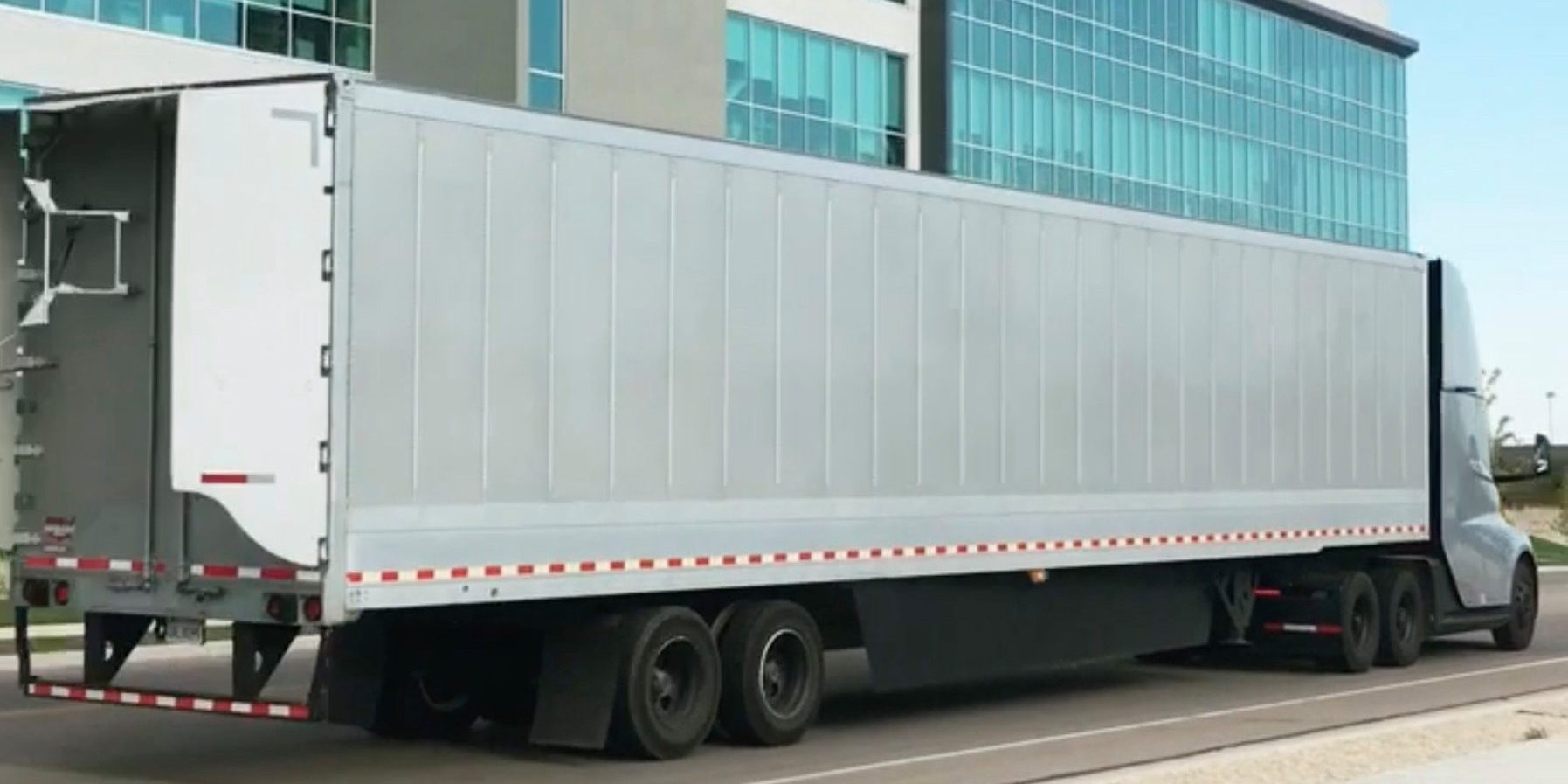Listen to the crazy sound of Tesla Semi electric truck prototype accelerating with a trailer