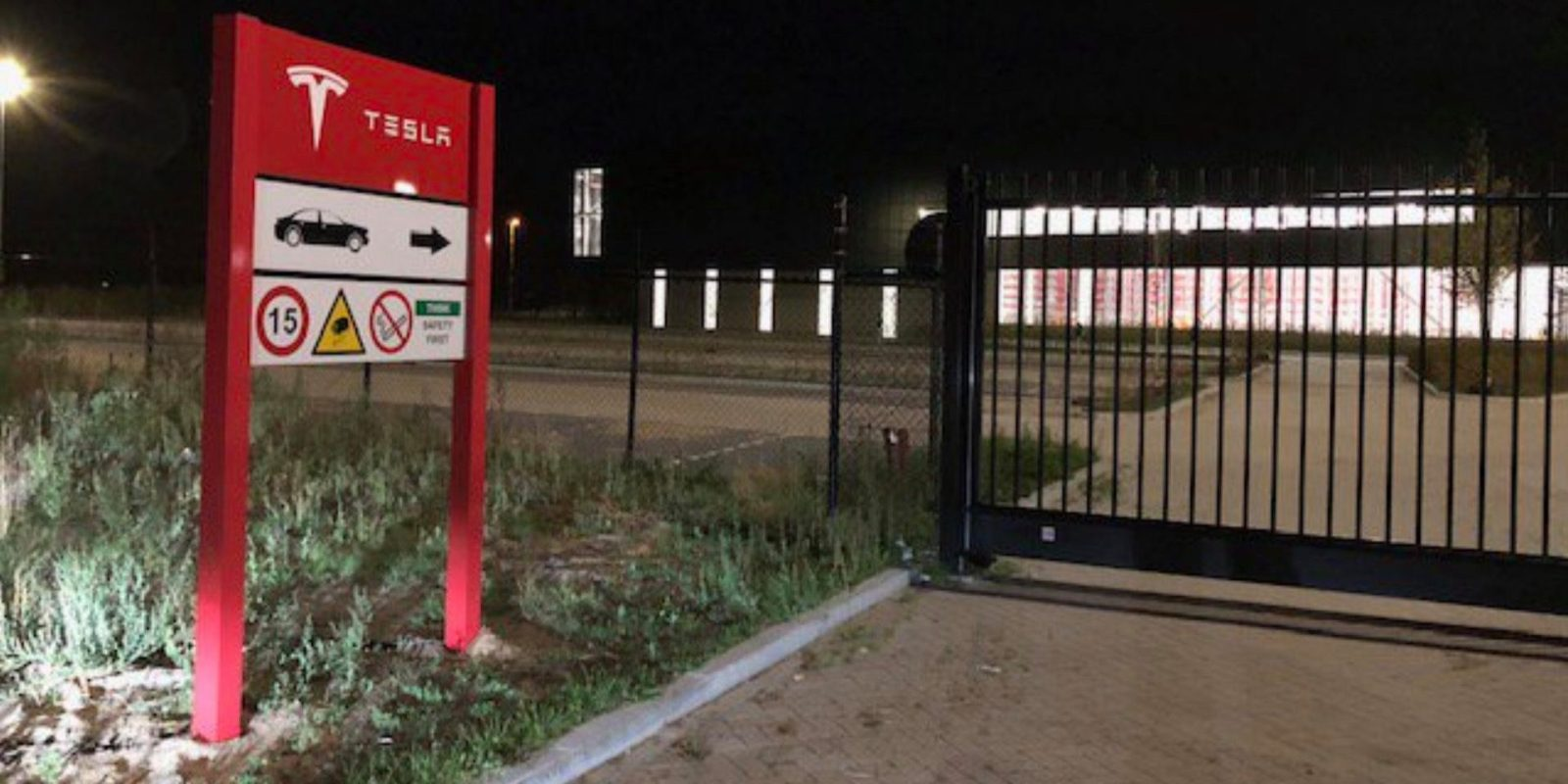 Tesla sets up a new large facility near its European factory