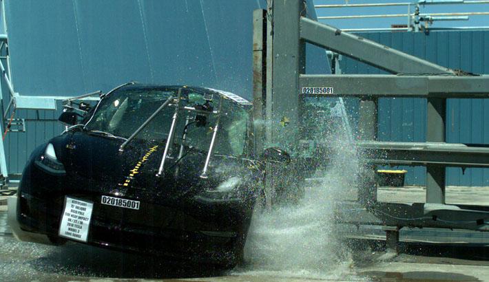 Tesla im NHTSA Crashtest.