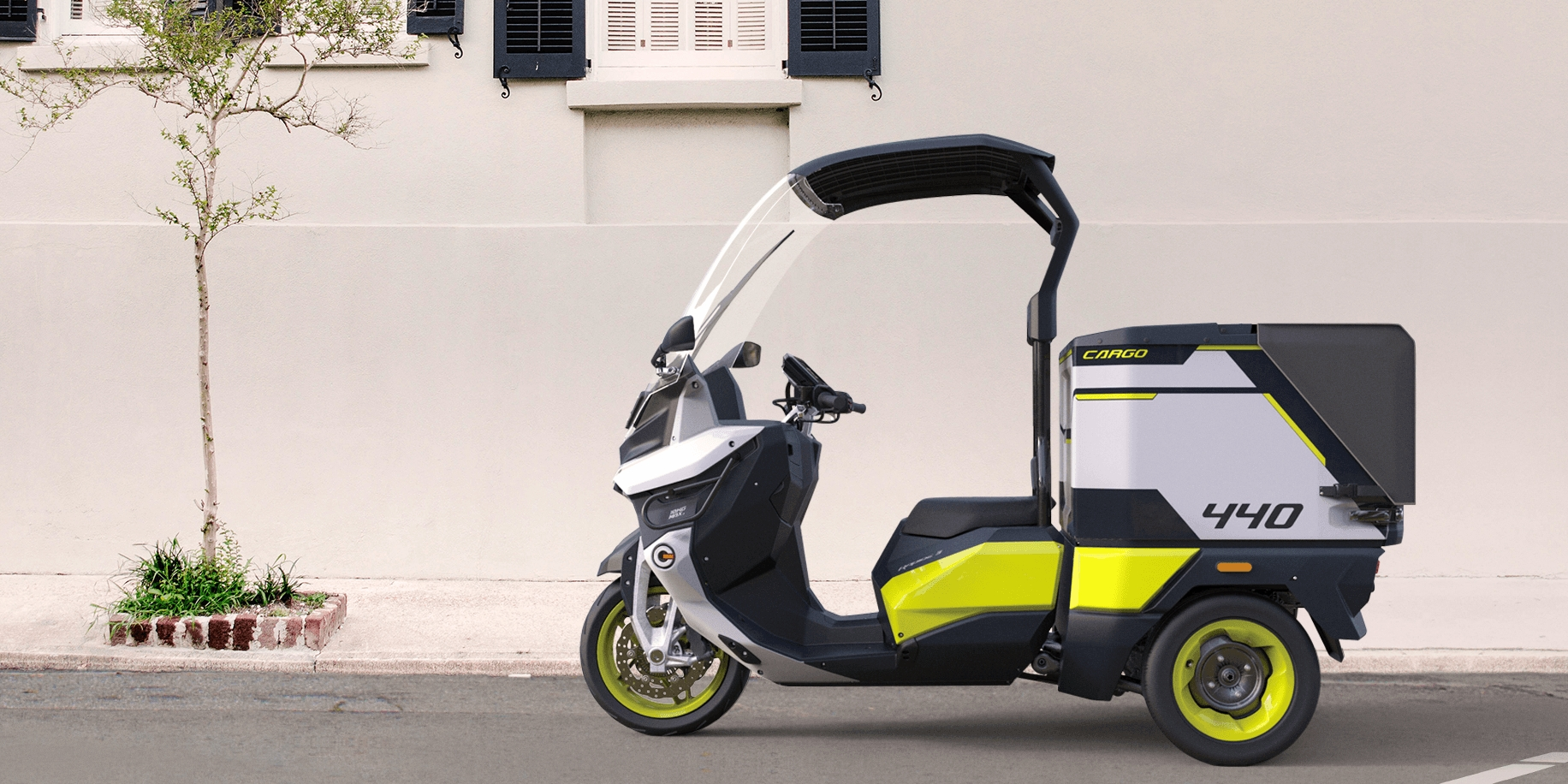 RAPIDE 3 commercial electric cargo scooter can charge up to 80% in 15 minutes
