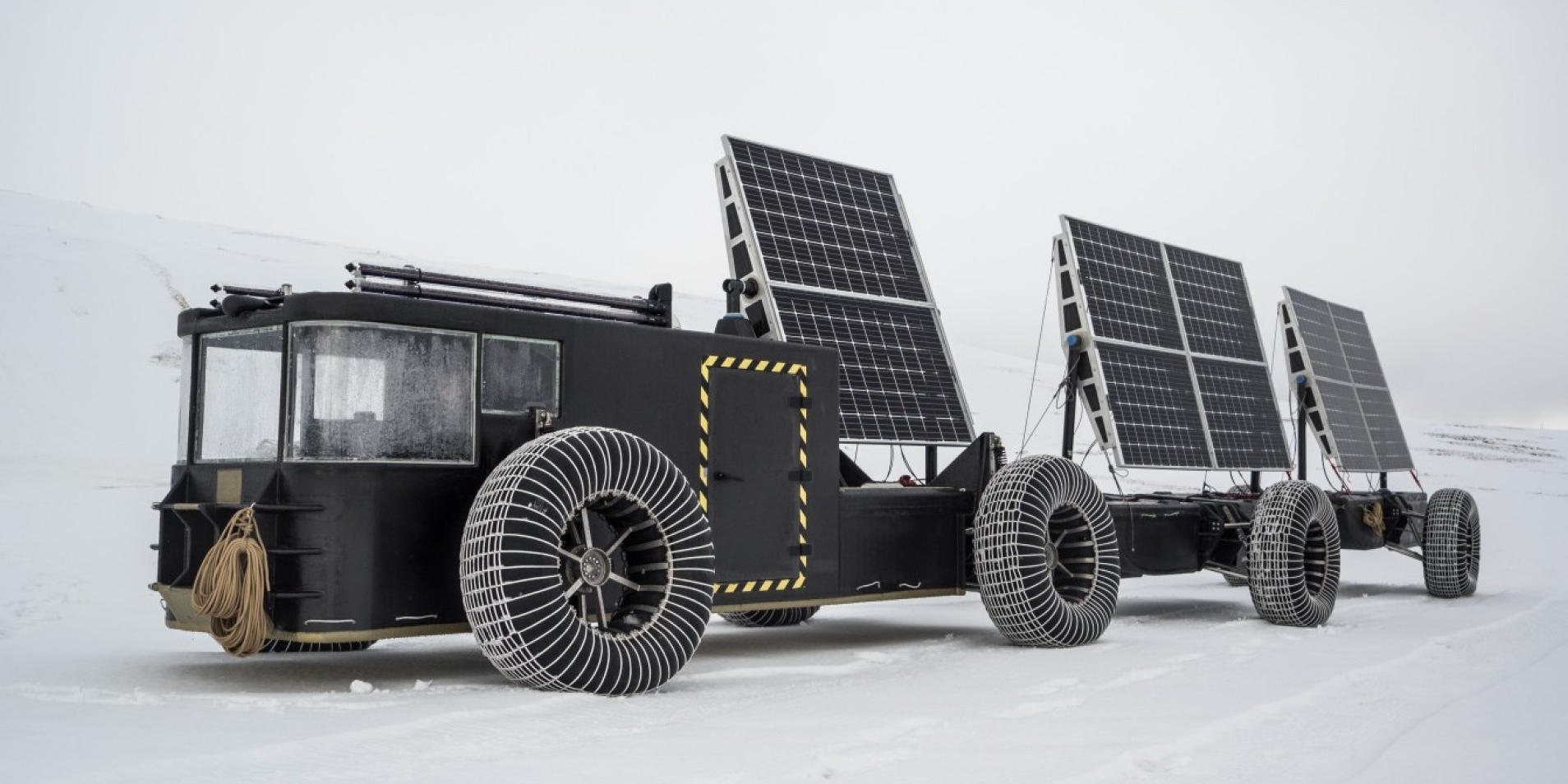 Driving to the South Pole in a solar powered electric vehicle made of 3D printed garbage
