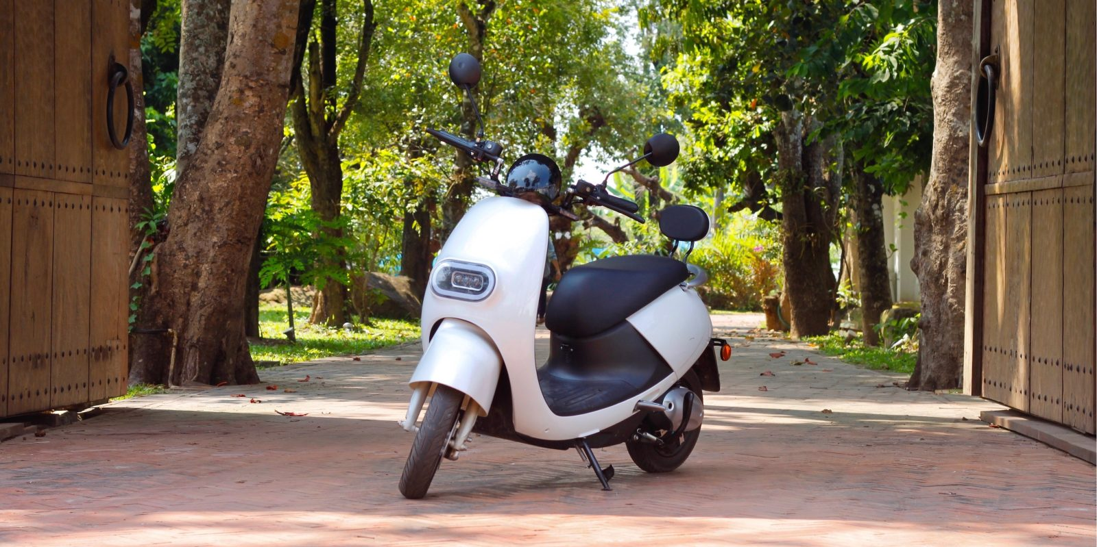 Swag Type S 1 200 Electric Scooter Goes 35 Mph With A