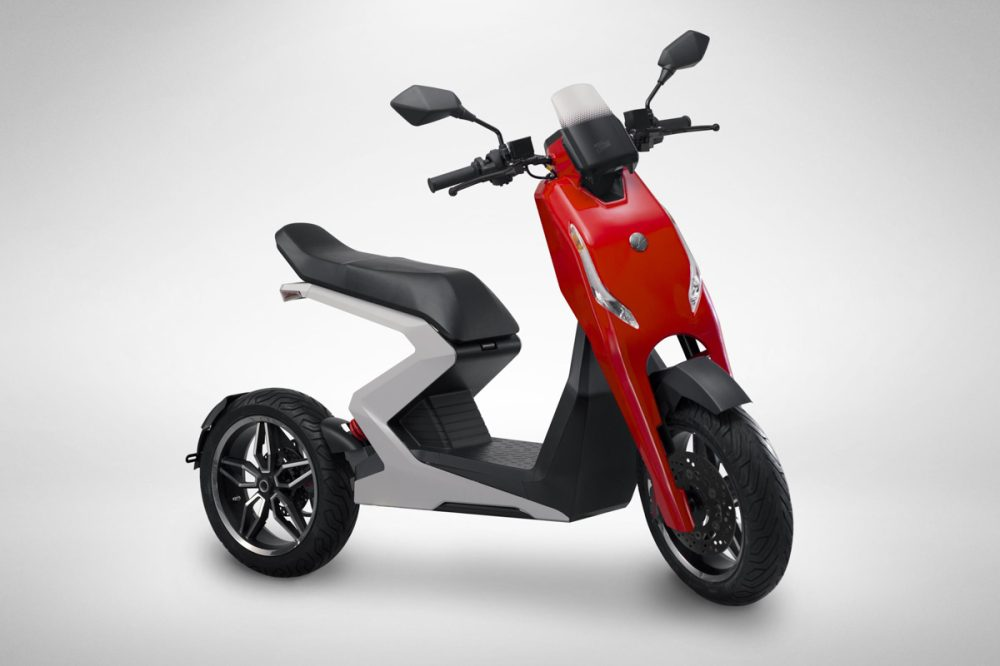 New Uk Electric Scooter Company Unveils Their 60 Mph Zapp