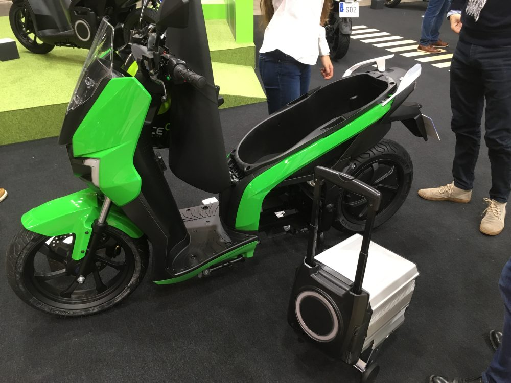 S01 electric scooter with swappable battery
