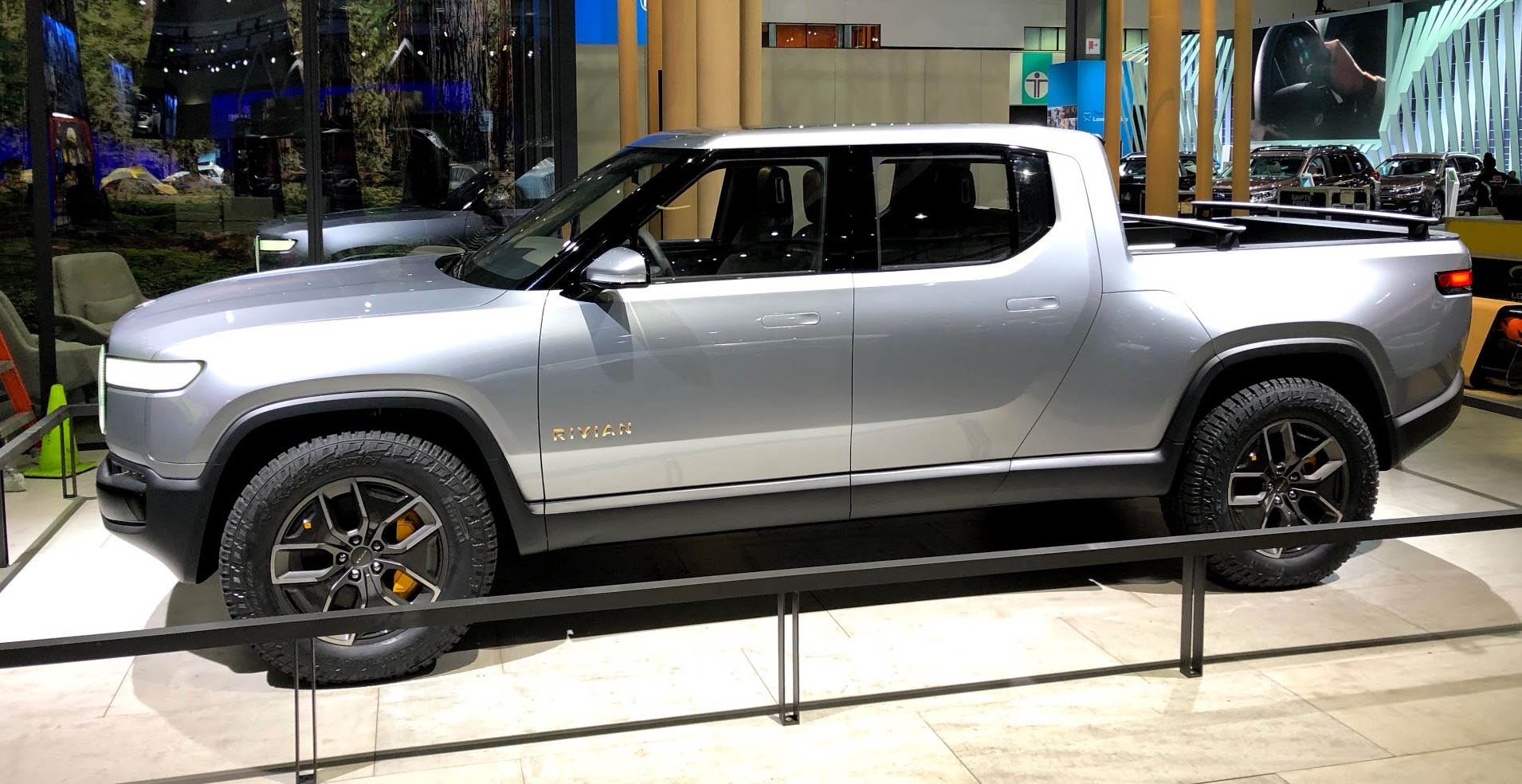 Ford invests $500 million in electric pickup startup Rivian, will make an EV together