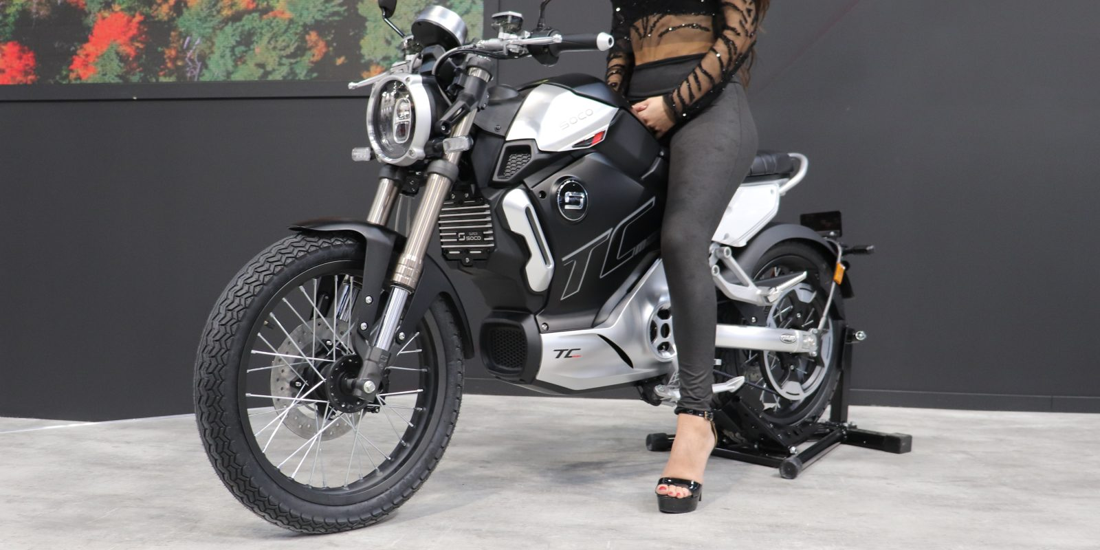 Super Soco Unveils New 5 100 And 62 Mph Electric Motorcycle The Tc Max