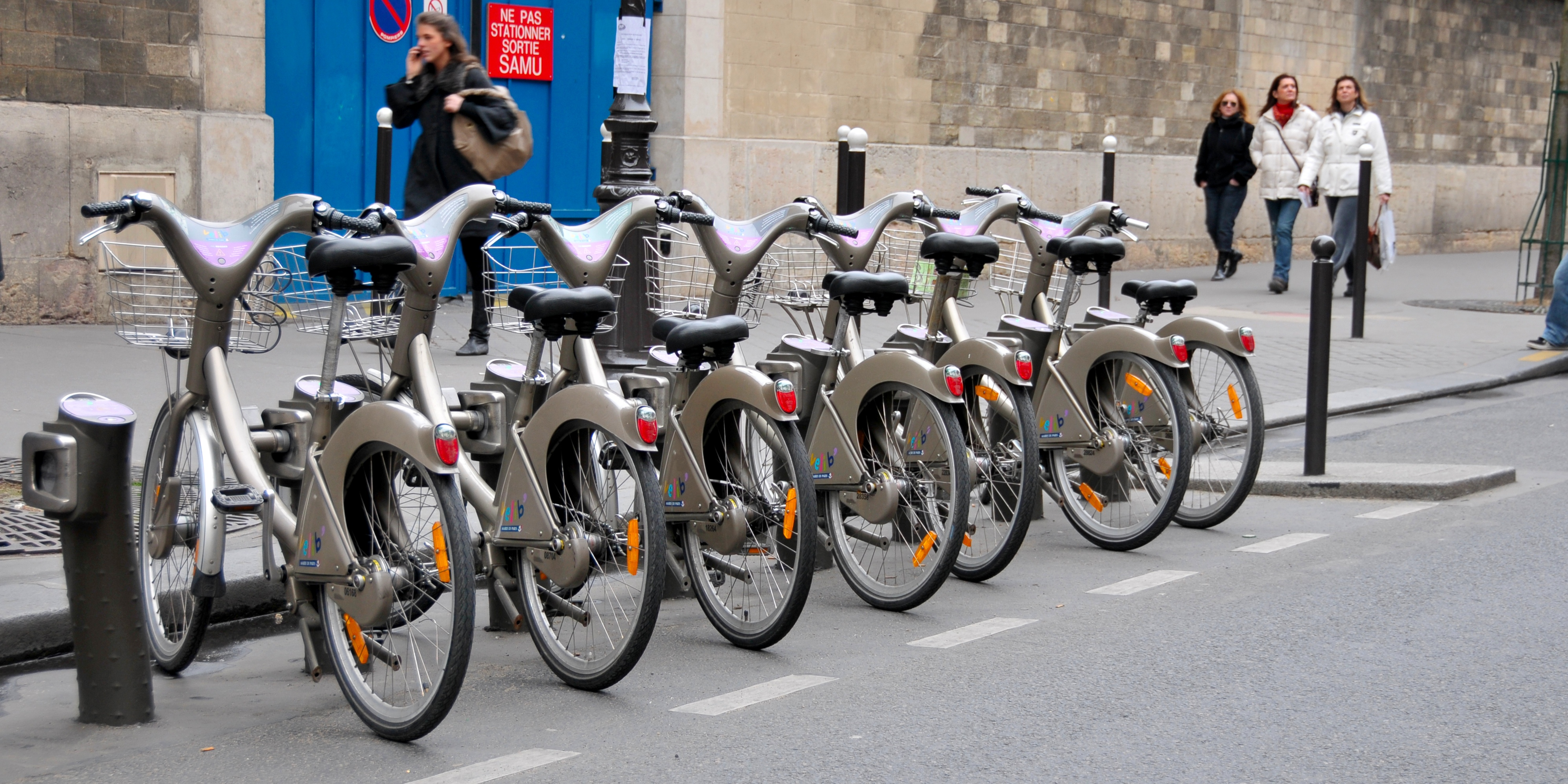 Paris is rolling out the world's largest e-bike fleet with €40/month rentals