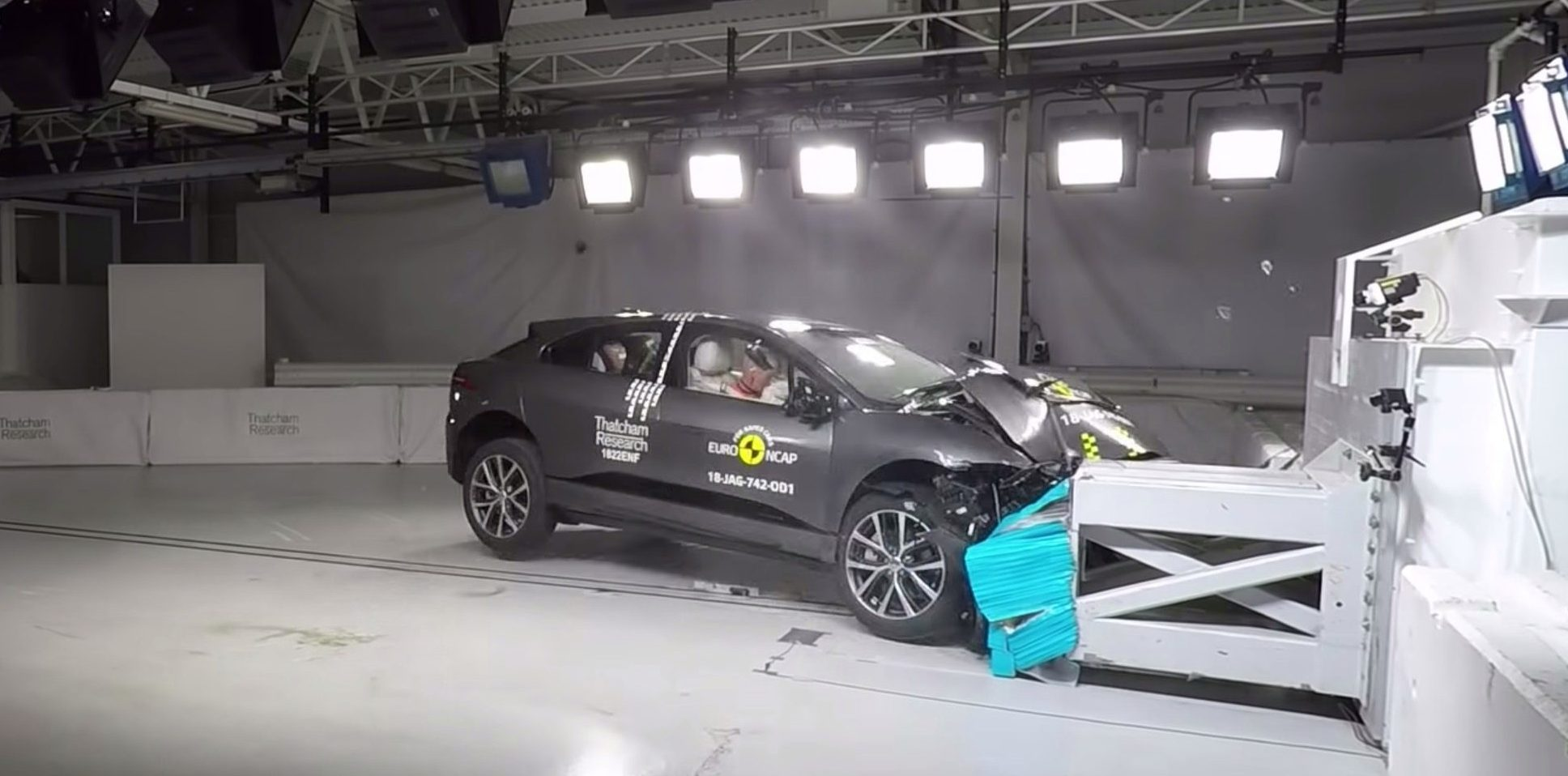 Jaguar I-PACE achieves 5-star safety rating, watch crash test videos