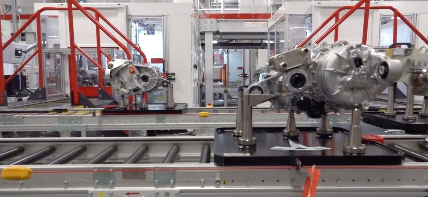 photo of Tesla opens the doors of Gigafactory 1, shows battery cell, pack, and drivetrain production image