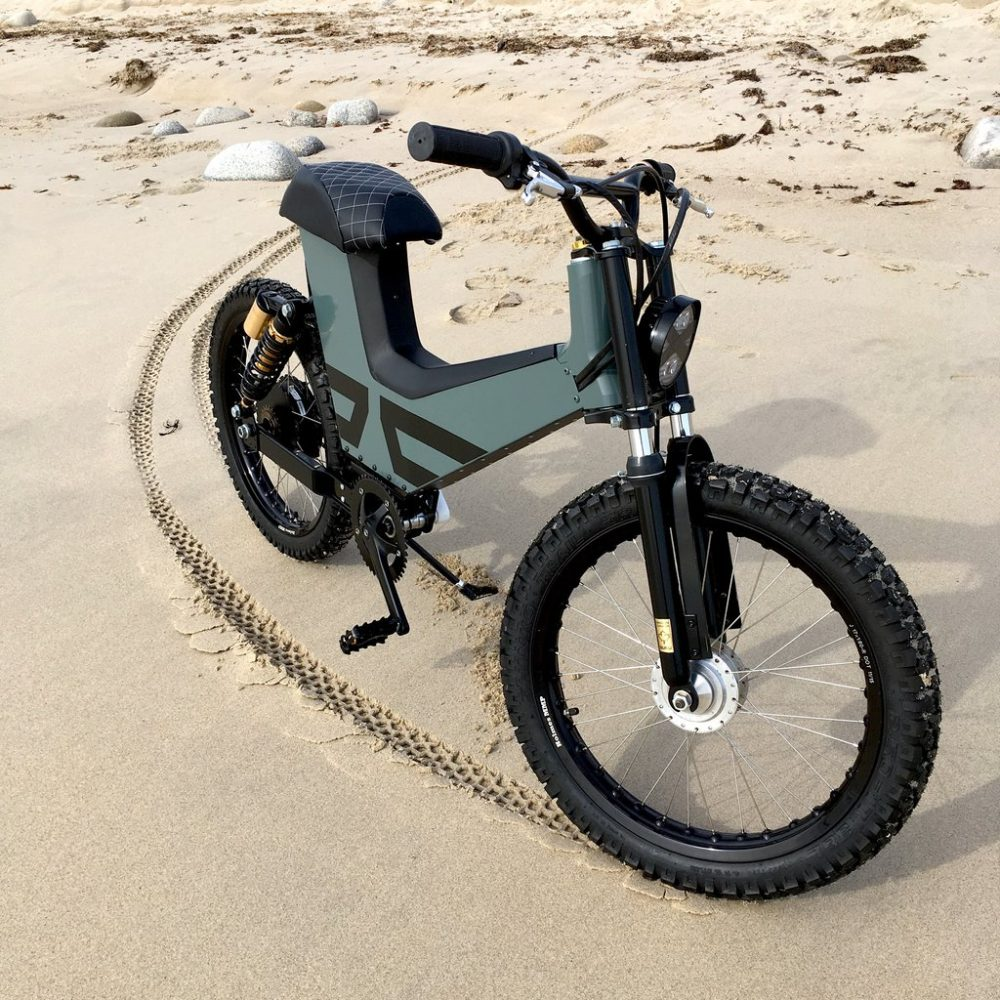 New electric moped combines scooter design and comfort with e-bike  convenience 821624417