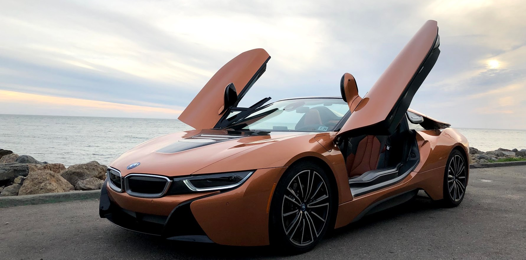 Electrek Review BMW i8 Roadster: an hybrid roadster that ...