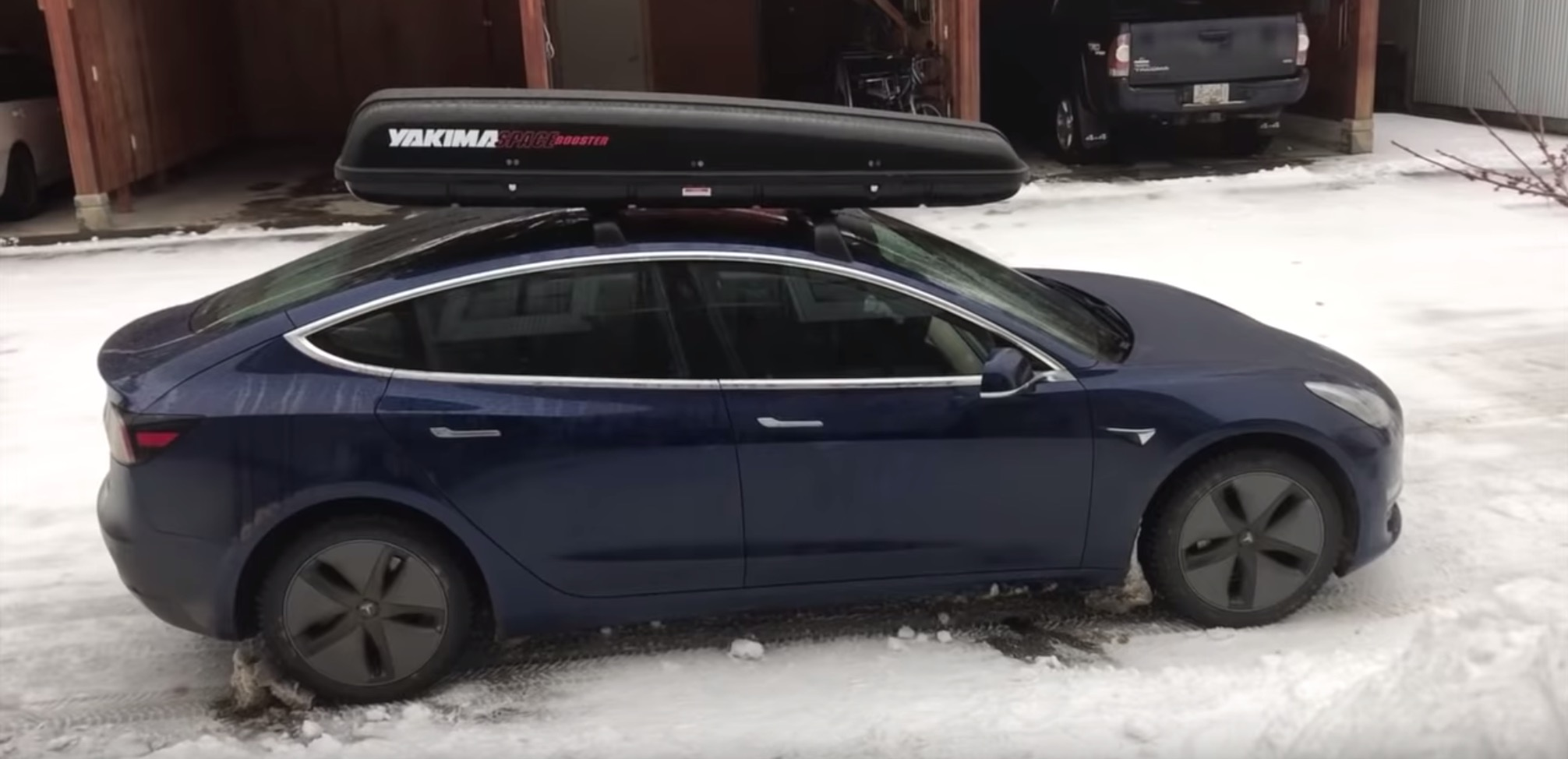A close look at Tesla Model 3\u0027s new roof rack with efficiency test