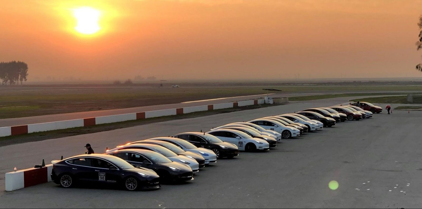 Tesla Makes Deal With Fiat Chrysler To Pool Fleet For Eu Emission Requirement