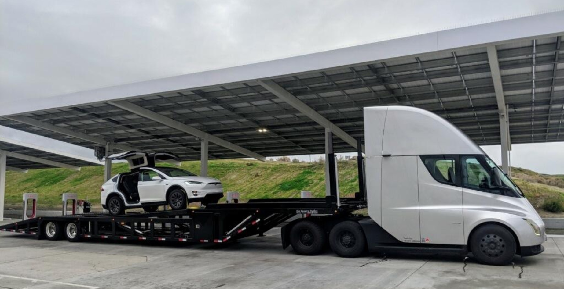 Tesla Semi is now being used to move Tesla vehicles – spotted with a Model X