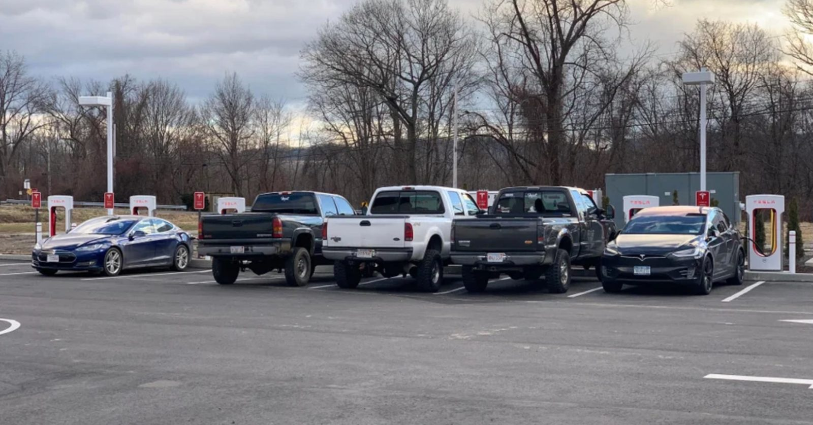 Anti Tesla Pickup Truck Drivers Take Over A Supercharger Station Again