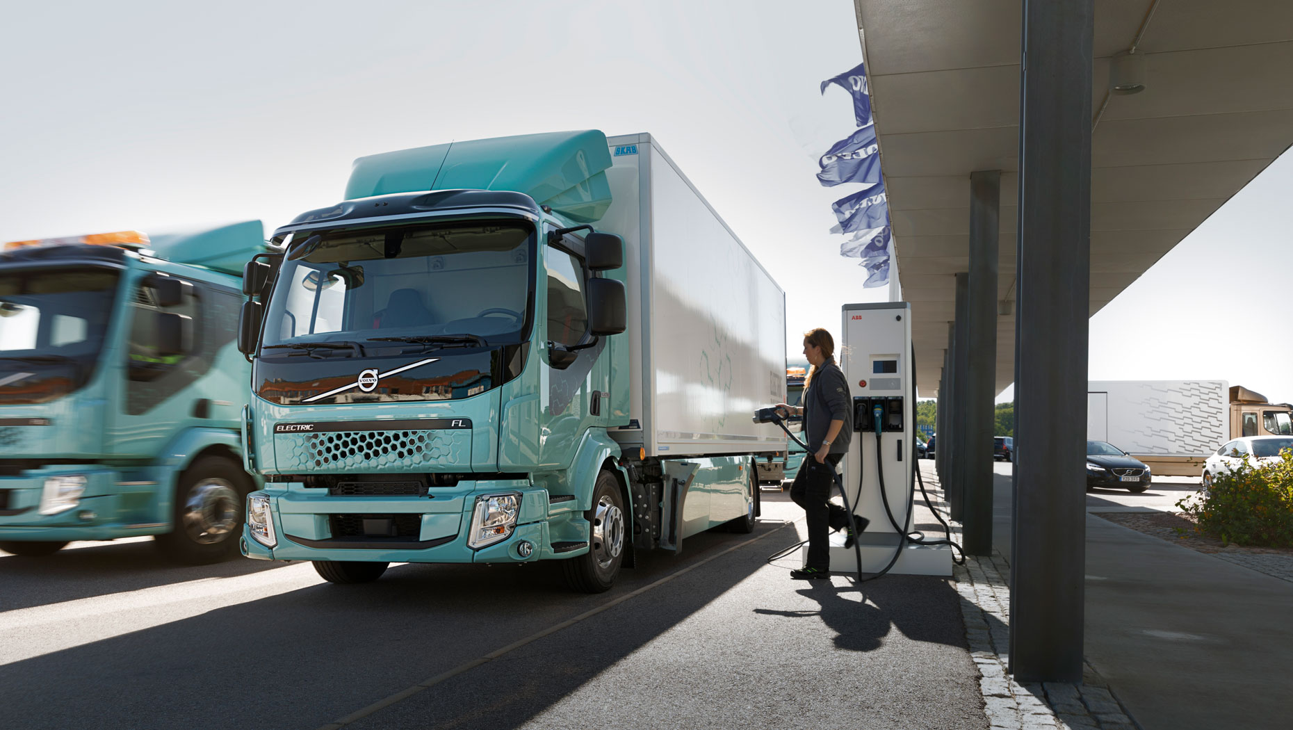 Volvo Trucks Announced This Week That They Delivered Fl Electric To A Refuse Truck Waste And Recycling Company Renova Distribution