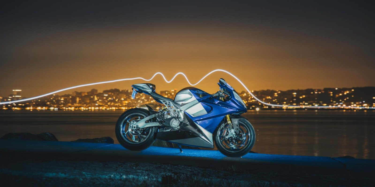 LS-218 electric motorcycle accelerates from 100-150 mph in 2
