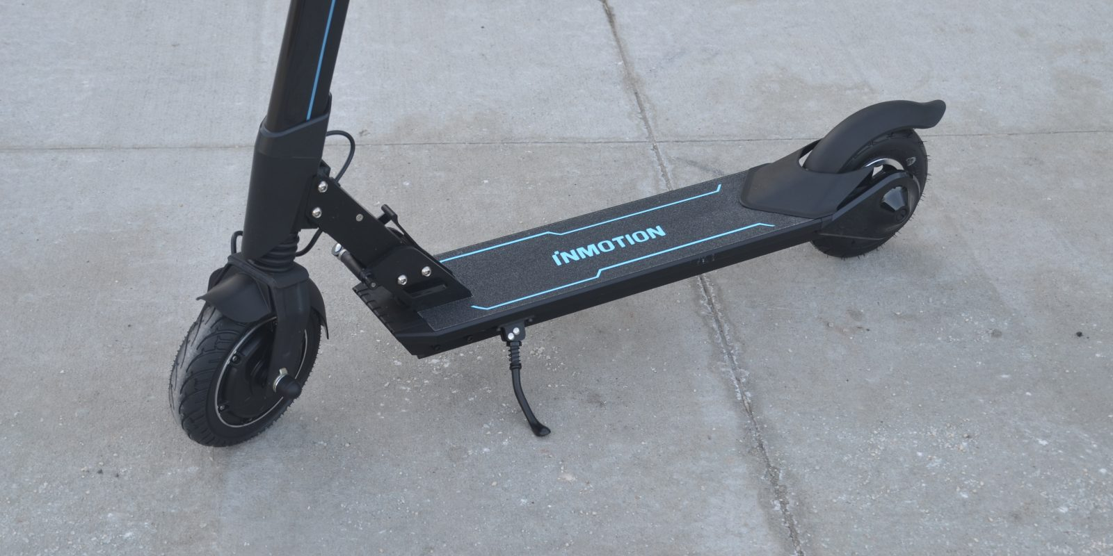Electrek Review  InMotion L8F electric scooter offers high quality   high  visibility c1fd409ec
