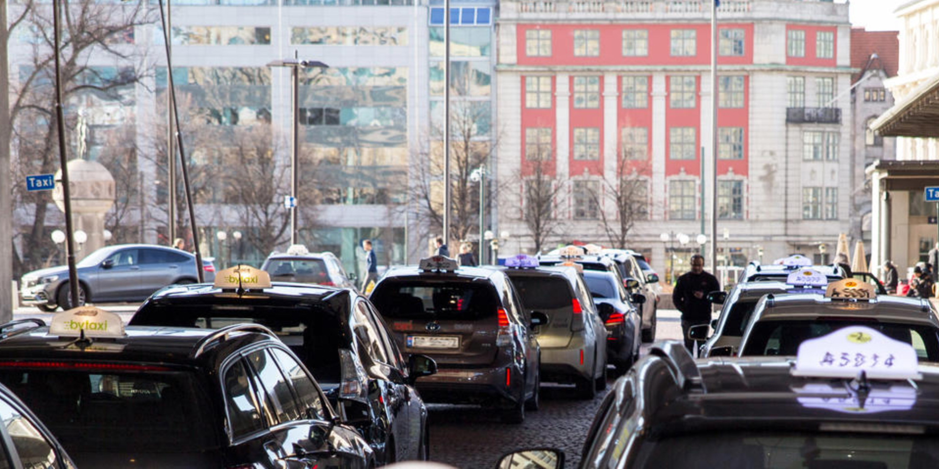 Oslo to become first city with wireless charging infrastructure for electric taxis