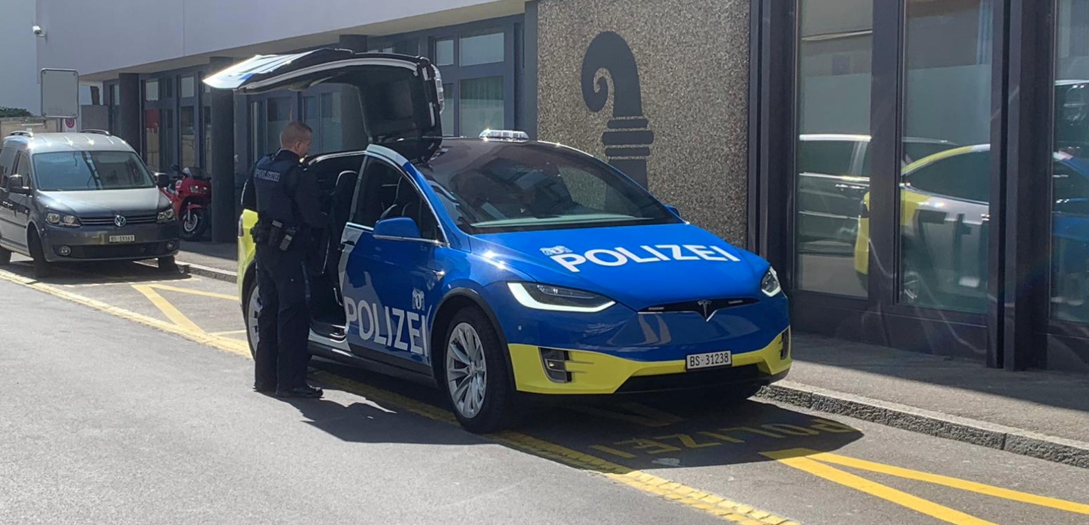 Largest fleet of Tesla police patrol vehicles start ...