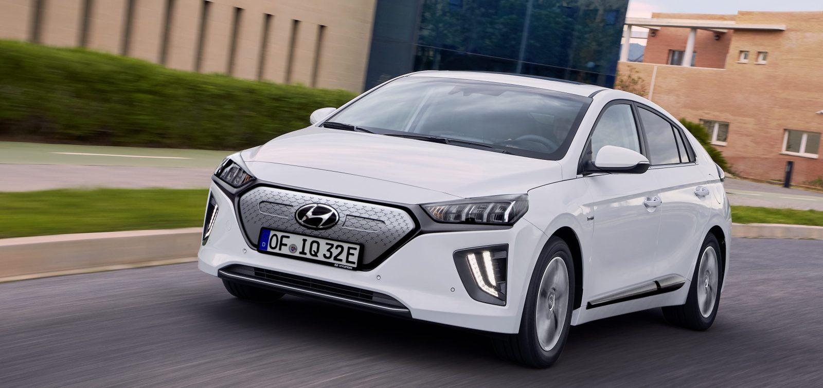 Hyundai Ioniq Electric 2020's new range comes with higher price tag: $33,000