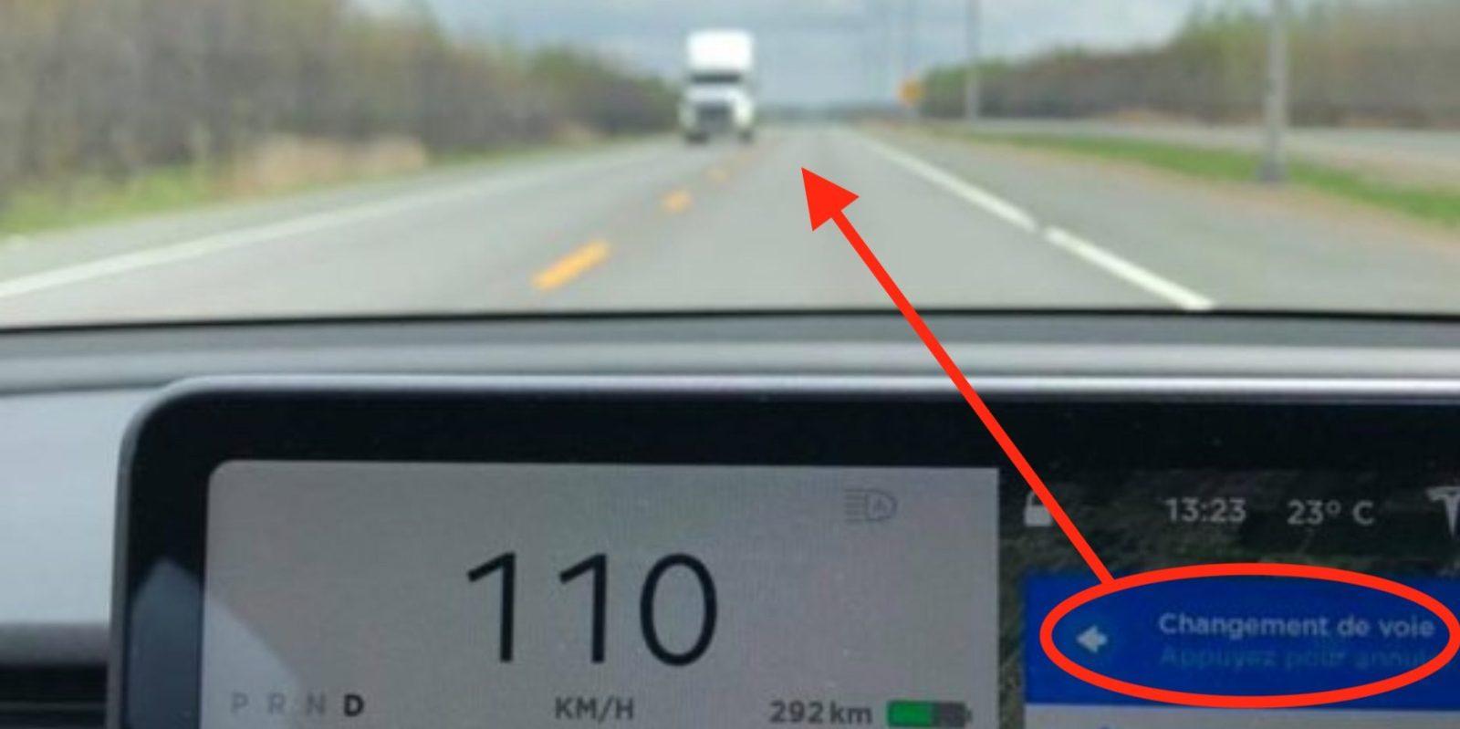 Tesla Autopilot suggests lane change into oncoming traffic