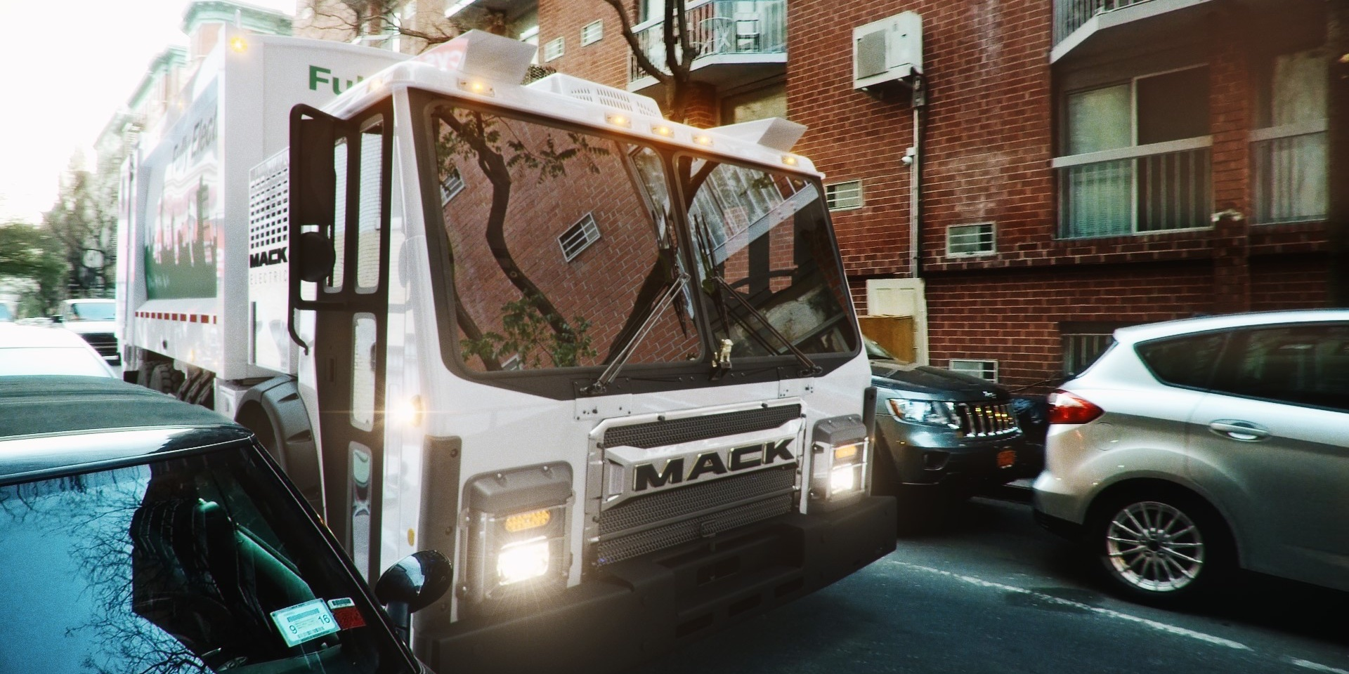 Mack Debuts Electric Garbage Truck Will Test In Nyc Next
