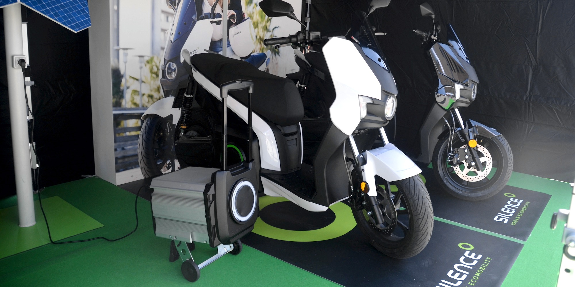 Electric Sit Down Scooter >> Up close with Silence's S01 100 km/h scooter with swappable rolling batteries - Electrek