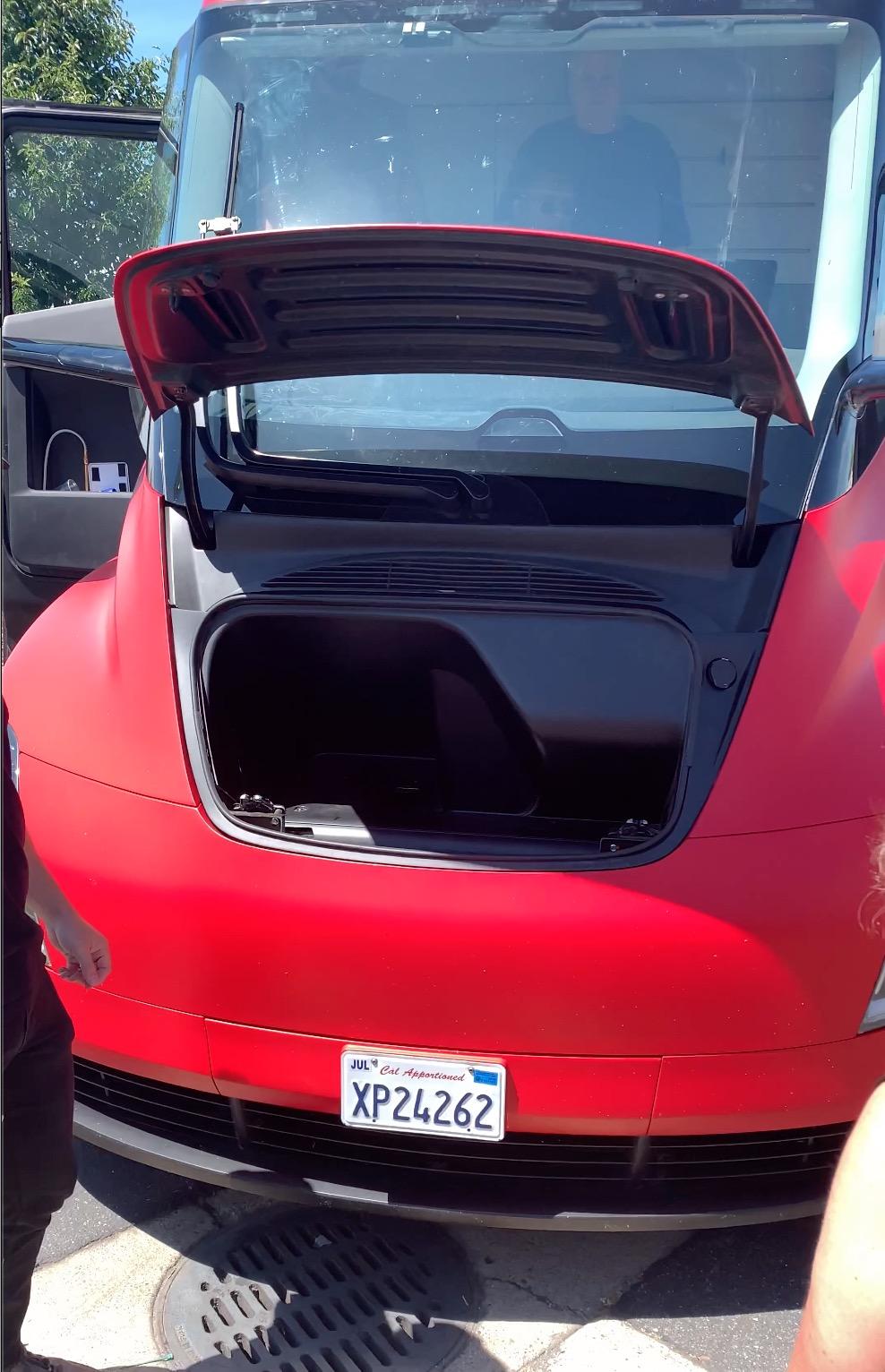 Tesla Semi Prototype spotted, first look at the frunk - Electrek