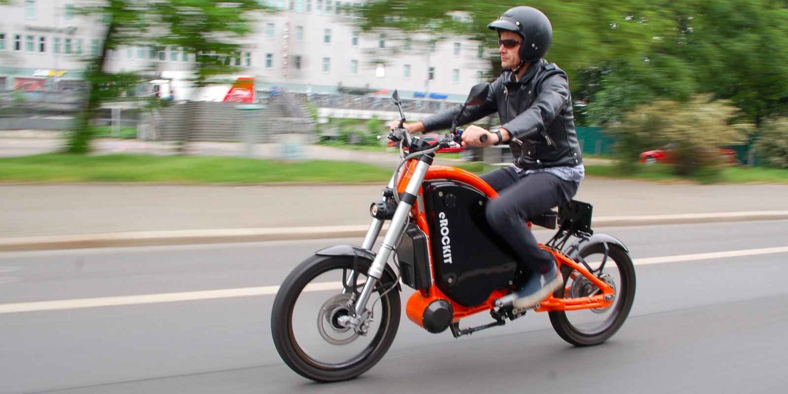 This eROCKIT 50 mph (80 km/h) electric motorcycle has pedals… but why?