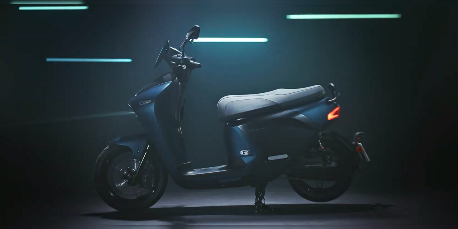 ed77d00acbb Yamaha EC-05 electric scooter unveiled with swappable Gogoro batteries
