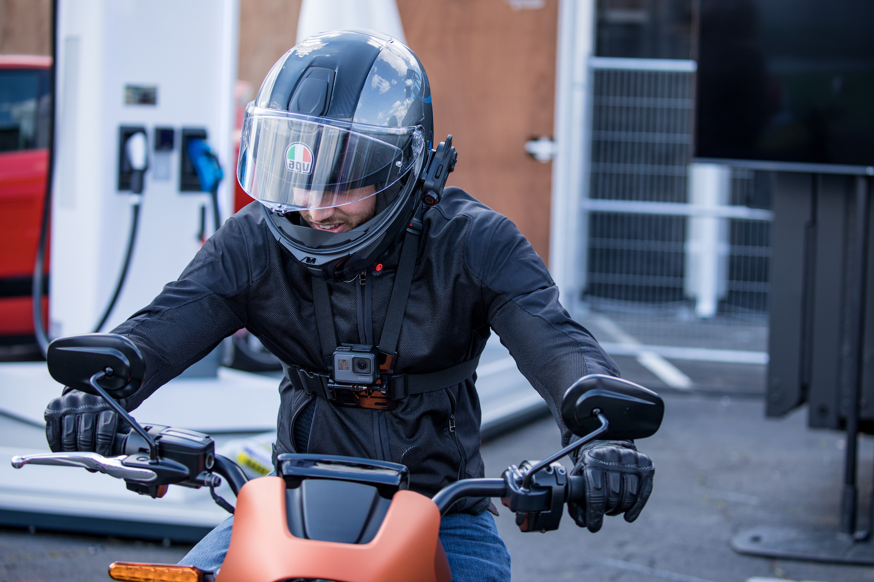 First ride: Harley-Davidson LiveWire electric motorcycle screams raw