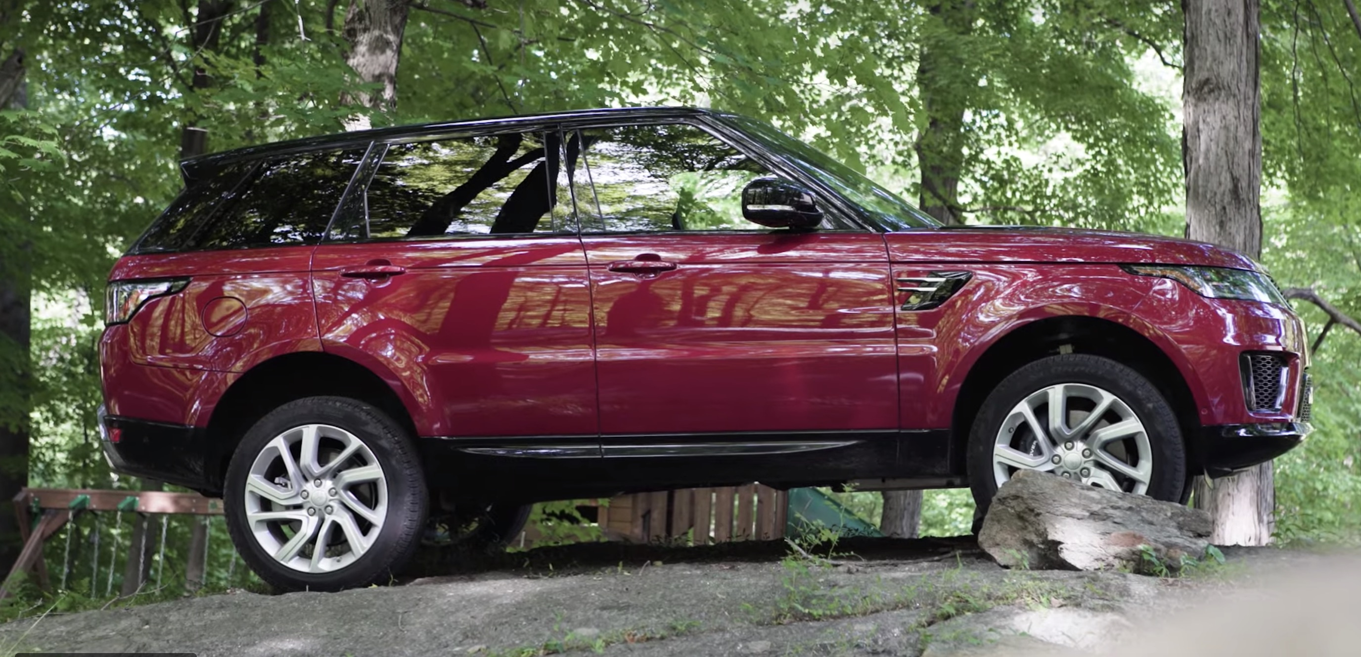 Electrek Review: Range Rover Sport P400e PHEV is a lot of fun but not a lot of electric [Video]